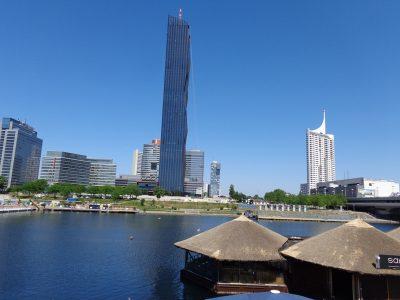 DC Tower hinter der Sunken City