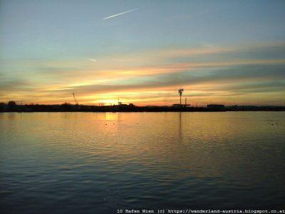 Hafen Wien in der Abendsonne