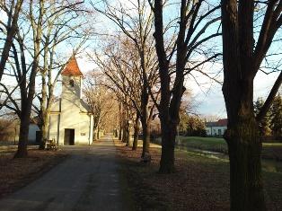 Parbasdorfer Kirche im Dezember