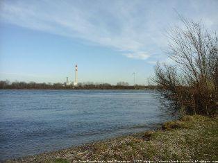 Dampfkraftwerk an der Donau