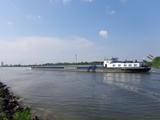 Frachtschiff auf der Donau