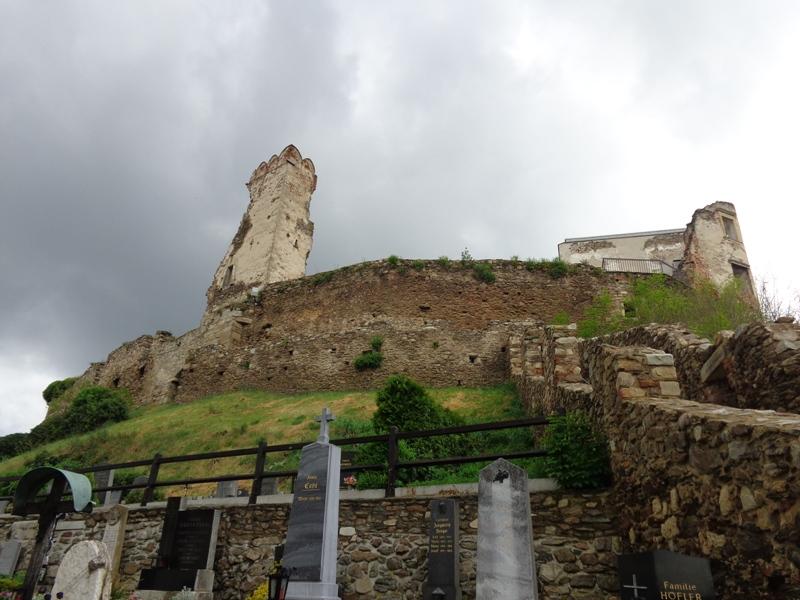 Bergfriedhof Burg Gars