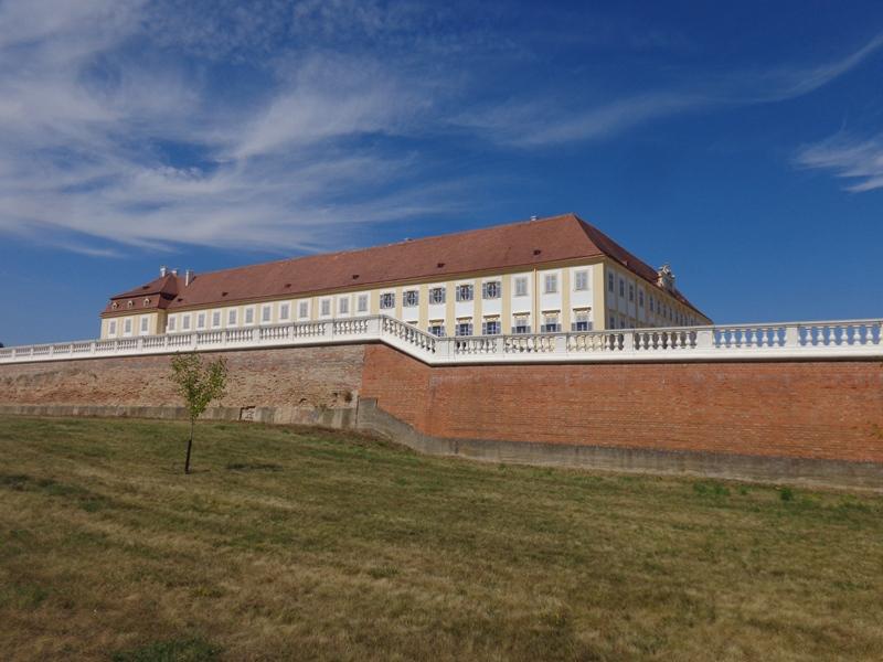 Außenmauer Schloss Hof