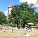 Skulpturen bei Burg Liechtenstein