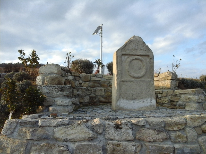 Denkmal in den Weinbergen