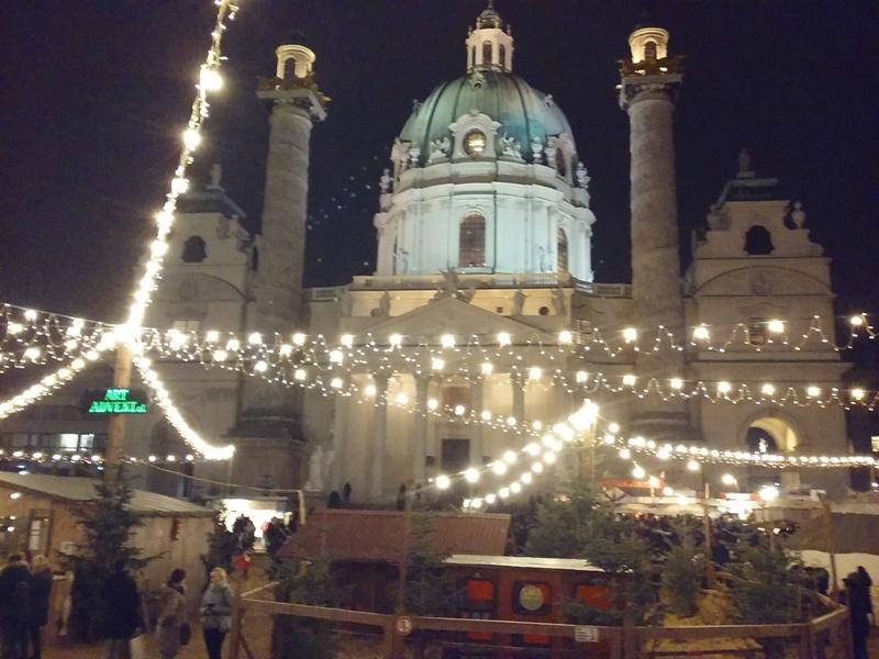 Weihnachtsmarkt am Karlsplatz