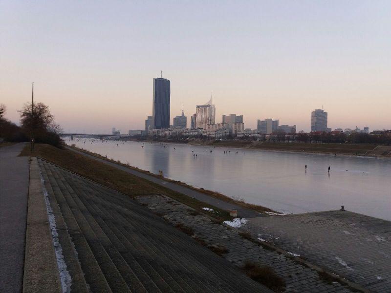 Kaisermühlenbrücke im Winter