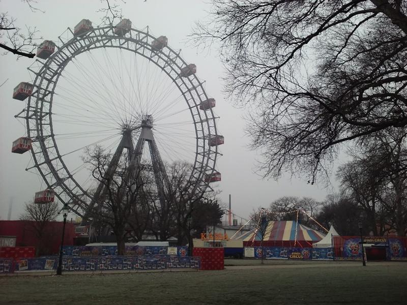 Riesenrad und Winter Zirkus