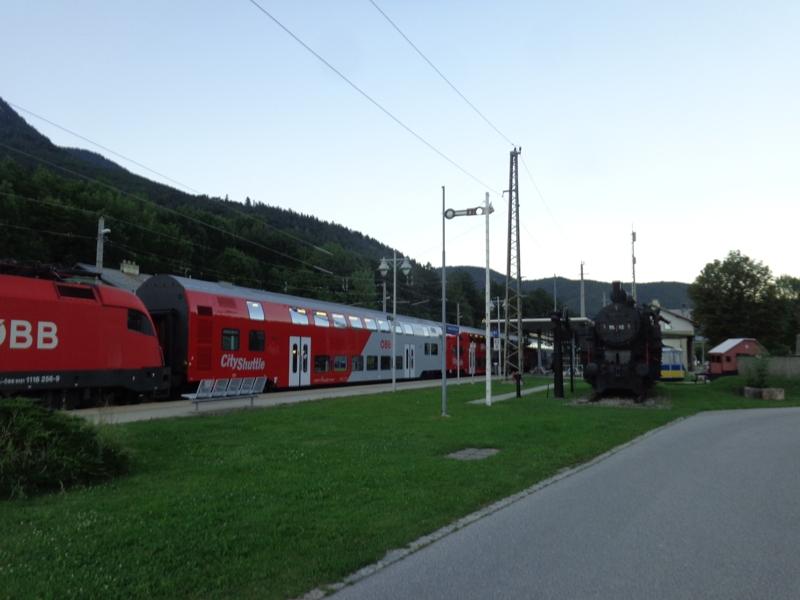 Zug im Bahnhof Payerbach