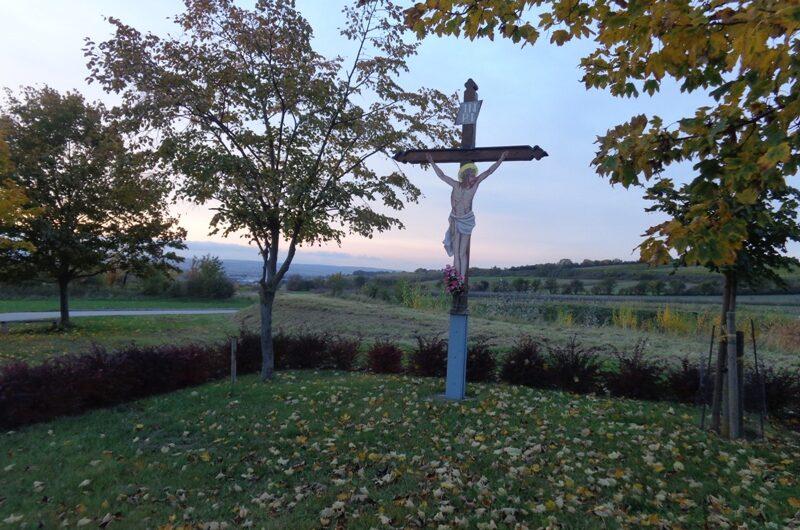 Kreuz Jesus an der Kirschallee