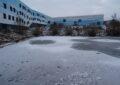 Zugefrorener Teich