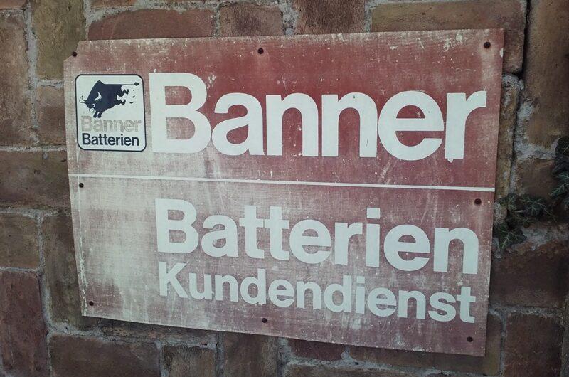 Banner Batterien Schild