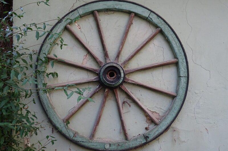 Rad in der Wolkersdorfer Kellergasse